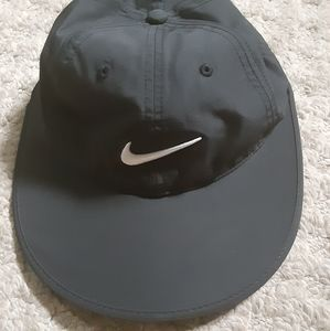 Nike women's golf hat